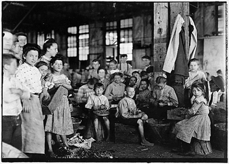 Lewis Hine - Workers Stringing Beans