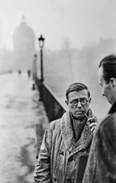 Jean-Paul Sartre, Le Pont des Arts, Paris, 1946