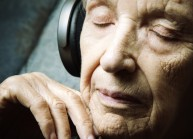 senior-listening-to-music